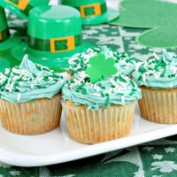 Cupcakes in a Festive St. Patrick's Day Setting